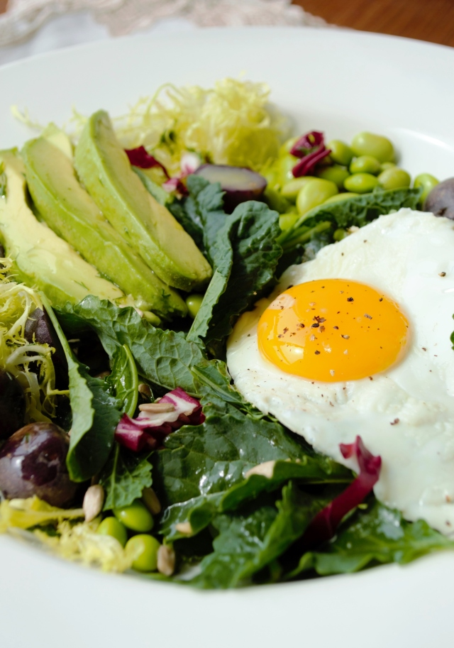 kale salad with egg