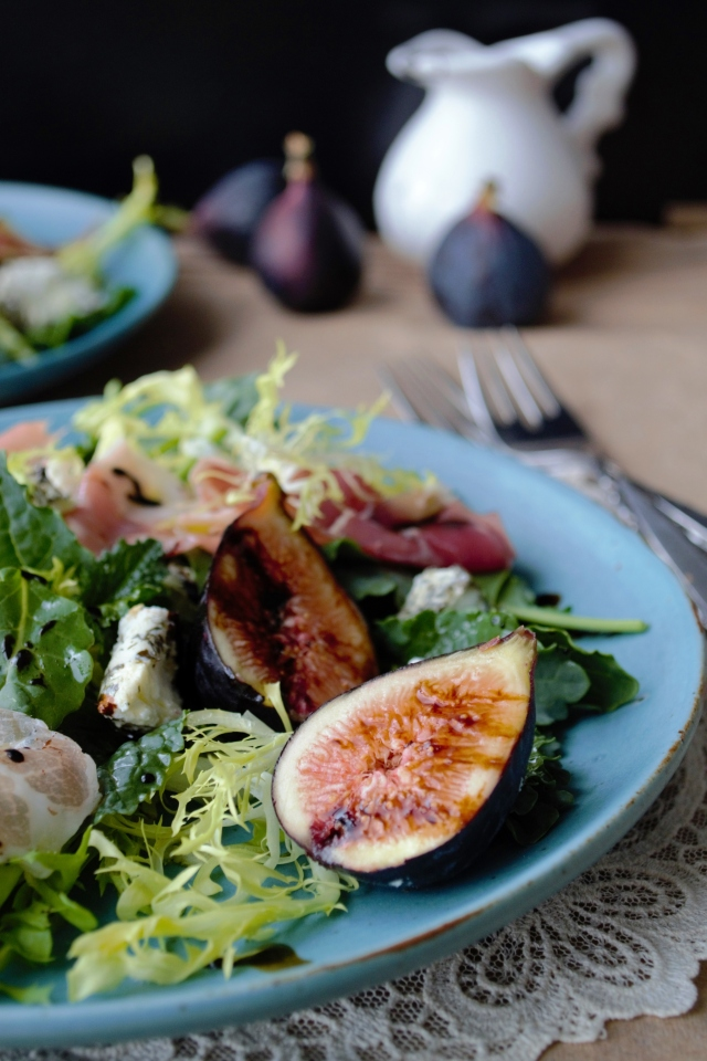 fig, goat cheese and kale salad