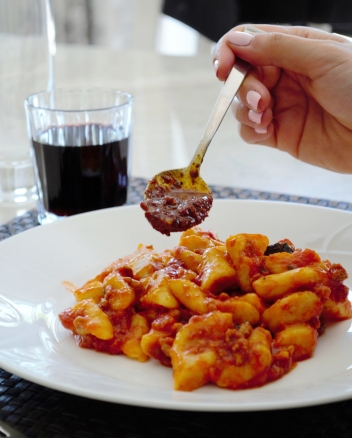 Bolognese sauce, pasta
