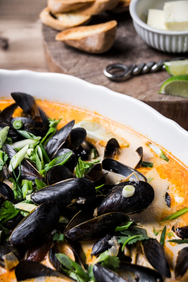 muscles thai red curry side closer