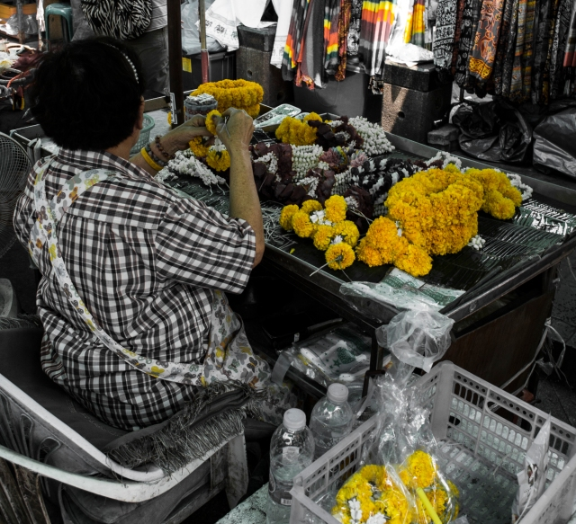 thai markets flowers marigolds