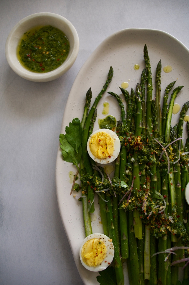 asparagus with pasley pesto